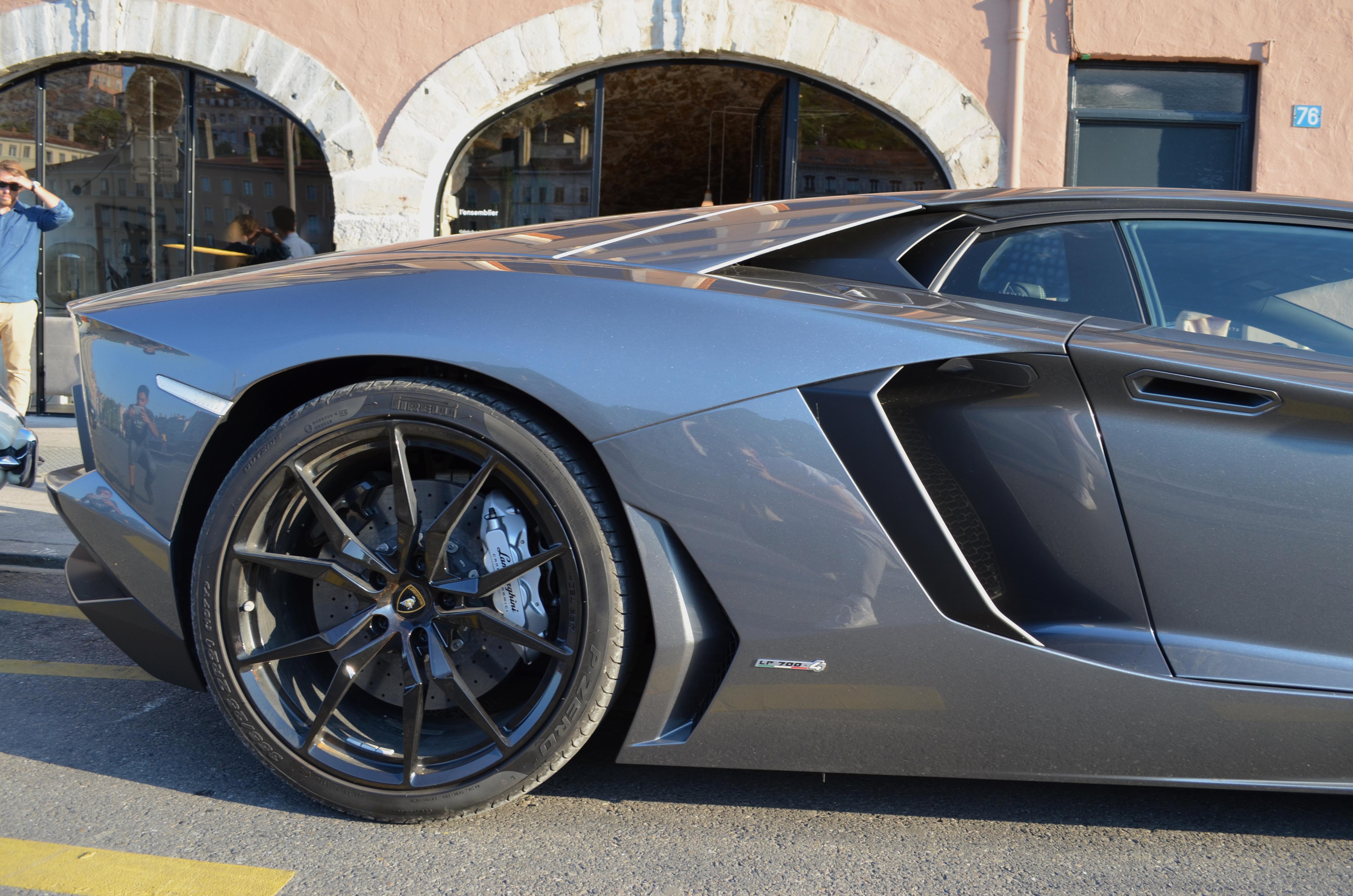 Lamborghini-aventador-Cars&Design