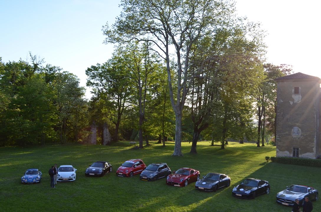 Cars&Cocktails-voitures-jardin-chateau